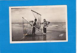 CPA    PETIT FORT PHILIPPE - 14 - Pêcheurs De Crevettes  - Artaud éditeur - écrite Et Timbrée 1950 - Francia