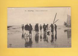 * CPA..dépt 62..BERCK - PLAGE :  Groupe Au Bord De La Mer..n°78   : Voir Les 2 Scans - Berck