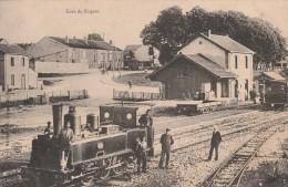 NOGENT EN BASSIGNY - LA GARE DE NOGENT LE HAUT - SUPERBE CARTE ANIMEE AVEC EN PREMIER PLAN LA LOCOMOTIVE - RARE - TOP !! - Stations With Trains