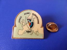 Pin´s Tir à L´arc - Année Jeune Européenne 1992 - Carte Europe France (PK12) - Tir à L'Arc