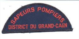 """Pompiers - Ecusson Ou Badge De Manche Tissu  """" Sapeurs Pompiers : District Du Grand Caen  """" - Firemen"""
