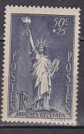 N° 352 Au Profits Des Réfugiés Politique 50c+25c Bleu-gris: Timbre Neuf Sans Charnière Gomme D´origine - 1932-39 Paix