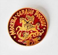 Broche Russe Guerrier Hun Terrassant Un Dragon - Diamètre 4,5 Cm - Badges