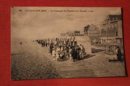 CPA 80 *CAYEUX  LA PROMENADE DES PLANCHES ET KUSAAL   MARCHAND DE GLACE  PUBLICITE SUR FACADE MAISON DUBONNET   REF 10 - Cayeux Sur Mer