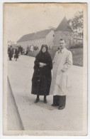 Man And Woman On The Street In Zagreb Old Photograph Bb160311 - Persone Anonimi