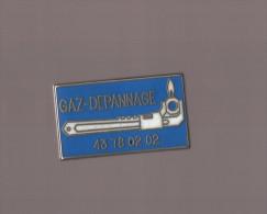 Pin's Société Gaz - Dépannage (zamac) - EDF GDF