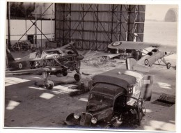 MILITÄR - Hangar RAF Royal Air Force, Photo 16 X 11,7 Cm, Photograph: W.Schuster-Dublin - Ausrüstung