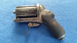 PISTOLET 7 MM A BROCHE DE TYPE POIVRIERE  COQUILHAT & DIGNEFFE - Sammlerwaffen
