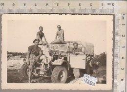 PO4526D# FOTOGRAFIA CAMPAGNA D'AFRICA - LIBIA BERTA - MILITARI CON JEEP - RICORDO Anni '40 - Guerre, Militaire