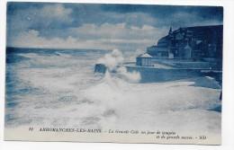 ARROMANCHES  - N° 11 - LA GRANDE CALE UN JOUR DE TEMPETE ET DE GRANDE MAREE - CPA VOYAGEE - Arromanches