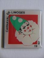 Pin´s - LIMOGES - 87 - CARNAVAL - 1992 - Déguisement De PIERROT - Steden