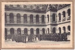 MILITARIA - CORPS EXPEDITIONNAIRE DE CHINE , REVOLTE DES BOXERS - LE GENERAL VOYRON REMET DES DECORATIONS - Avant 1904 - Militaria