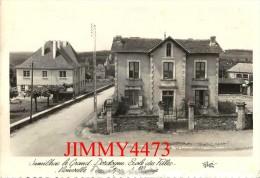 CPM Dentelées - JUMILHAC LE GRAND 24 Dordogne - Ecole Des Filles  - Scans Recto-Verso - Edit. René - Other Municipalities