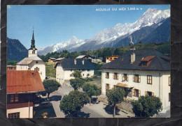 LES HOUCHES - MONT BLANC - Le Centre De La Station - L'Eglise Et La Chaîne Des Aiguilles De Chamonix - Les Houches