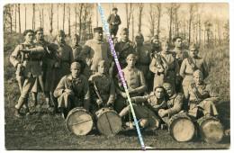 CARTE PHOTO / 83e RI / TAMBOURS ET CLAIRONS / 1919 - 1928 / 83e REGIMENT D' INFANTERIE - Guerra, Militari
