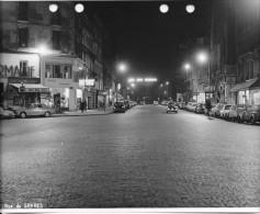 PARIS DES ANNEES 1960  RUE DE SEVRES  AU BON MARCHE ARONDE 2CV 4CV FIAT JUVA4 - Riproduzioni