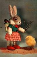 Carte Postale   -   Pâques -    Lapin Humanisé, Petit Poussin - Pâques
