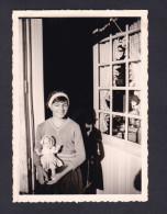 Petite Photo Originale Fillette Et Sa Poupée ( Archives Famille Suire , Monique ?) - Other