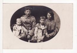 Carte Postale Photo Militaire Allemand Soldat 66 Infanterie Regiment Famille Femme Et Enfants Tenue Marin-Marine - Personaggi