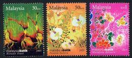 Malaysia 2005 S#1063-1065 Fashion - Batik MNH Culture Flower Butterfly Stamp Week - Malesia (1964-...)