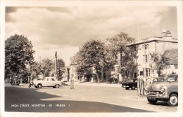 "05000 ""INGHILTERRA --  GLOUCESTERSHIRE-  MORETON IN MARSH - HIGH STREET"" ANIMATA, CARS.   CART. POST. ORIG. SPEDITA 1958 - Inghilterra"