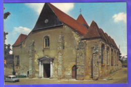 Carte Postale 45. Courtenay  L'église St-Pierre  DS Citroën  Trés Beau Plan - Courtenay