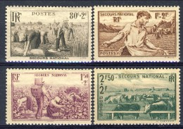 Francia 1940 Serie N. 566-469 Pro Soccorso Nazionale MH GO Catalogo € 8,50 - Ungebraucht