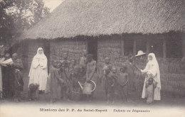 Missions - Religion - Afrique Noire  - Enfants Au Dispensaire - Missions