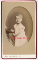 CDV Vers 1875-très Beau Portrait D'enfant-en Camée, Bombée TB état-photo Constant Peigné à Nantes - Photos
