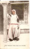 Riche Danseuse Arabe Dans Son Intérieur - Frauen