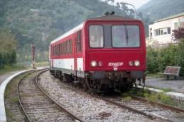 L'Escarene (06) Avril 2001 - Autorail X2201 Assurant Le TER 4429/56864 Cuneo / Nice - France