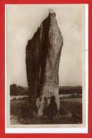 29 - SAINT JEAN - TROLIMON -- Un Menhir - Saint-Jean-Trolimon
