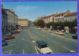 Carte Postale 64. Saint-Palais  Place De La Mairie  Méhari Citroën  Trés Beau Plan - Saint Palais