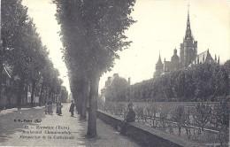 CPA - Evreux - Boulevard Chambaudoin - Perspective De La Cathédrale  ( En L´état ) - Evreux