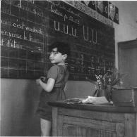 C.P  .PHOTOGRAPHIE... ROBERT    DOISNEAU ...ECOLE COMMUNALE 1956...BE... FORMAT :  140 X140  Mm - Doisneau