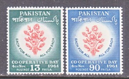 PAKISTAN  153-4      **    ROSES - Pakistan