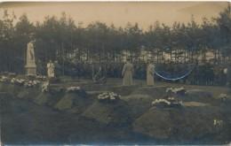 Carte Photo - Militaria - Cérémonie Au Monument Aux Morts - Prisonnier De Guerre En Allemagne 1918 - Monuments Aux Morts