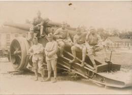 Carte Photo - Militaria - Soldats Français Posant Devant Une Batterie De Canon - Equipment