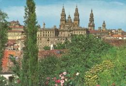 Z1056 - POSTAL - SANTIAGO DE COMPOSTELA - LA CATEDRAL DESDE EL PASEO DE LA HERRADURA - La Coruña