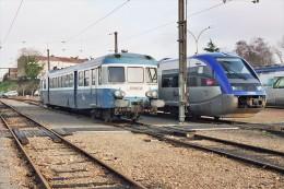 Angouleme (16) 01/01/2007 - Les Autorails X2872 & X73808 Au Dépôt D´Angouleme - Trains
