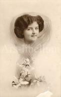 2 Postcards / CP / Postkaarten / Femme / Woman / Lady / Ed. F C B. & Co / London / Processed In Prussia / Series No 8117 - Femmes