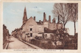MARTIGNE BRIAND La Grande Rue Circulée   Colorisée  ( Editeur Marcel Merlevede Angers ) - Sonstige Gemeinden