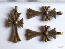 1 Breloque Pendentif Croix Gothique Recto-verso En Métal Bronze Belle Qualité Environ 33x15mm   Jolie Croix Gothique Cou - Perles