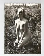 Véritable PHOTO FEMME NUE Années 50. Format 90 X 65 MM. N° 32 - Pin-ups