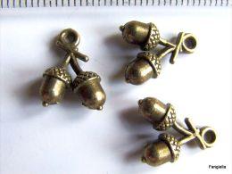 10 Breloque Gland Métal Bronze Antique Environ 14x11mm - Perles