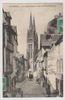CPA 29 Finistère Quimper La Cathédrale Et Les Vieilles Maisons Peu Courante Edition Spéciale Du Moka Leroux - Quimper