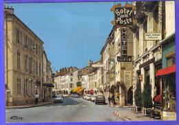 Carte Postale 88. Remiremont  La Grande Rue  Hotel De La Poste   Très Beau Plan - Remiremont