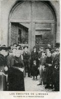 V1669 Cpa 87 Les émeutes De Limoges  ( La Porte De La Prison Défoncée) - Limoges