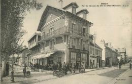 CPA Esbly-Rue Du Chemin De Fer Et Hôtel Moderne   L2048 - Esbly
