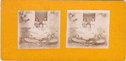 Vieille Photo Stereoscopique Anonyme 4 Enfants Et Une Pousette Tenues D Epoque Poupée Tres Belle Scene Debut 1900 - Stereo-Photographie